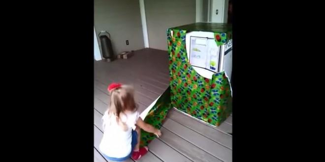Elle reçoit le plus beau cadeau d'anniversaire : son papa !