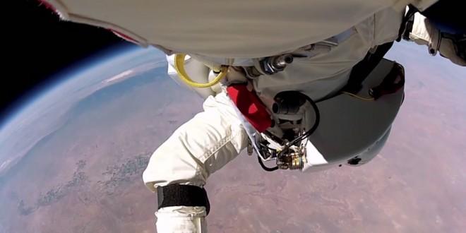 Felix Baumgartner depuis l'espace (Red Bull Stratos)