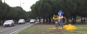 remi-gaillard-costume-sonic-troll-police-gendarme