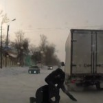 russie-camion-roule-tout-seul-bagarre-baston-pieton