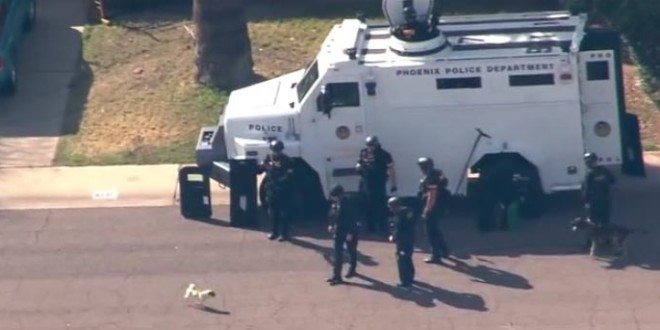 Un carlin s'attaque au chien du SWAT