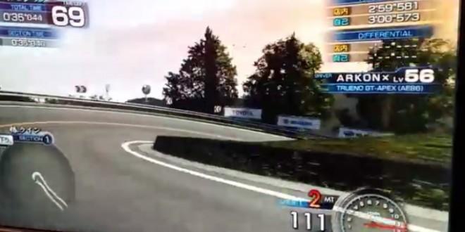 Une course de voiture sur une borne d'arcade parfaite