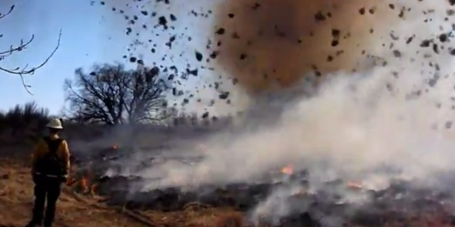 Une tornade propage un feu d'herbe dans le Colorado