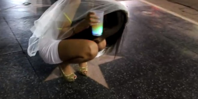 Une future mariée porte une culotte vibromasseur