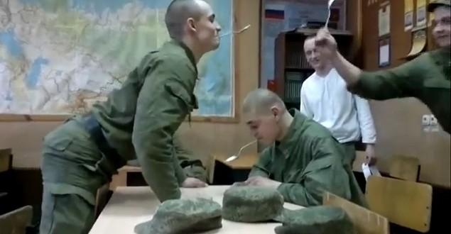 Une bataille de cuillères dans l'armée russe