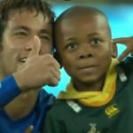 neymar-afrique-du-sud-enfant-streaker-terrain-photo