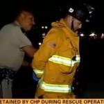 policier-menotte-pompier-pendant-accident-autoroute-californie