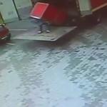 pologne-homme-ecrase-frigo-dechargement-camion