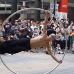 taiwan-artiste-performer-rue-roue-cyr