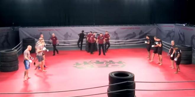 Un combat MMA par équipe