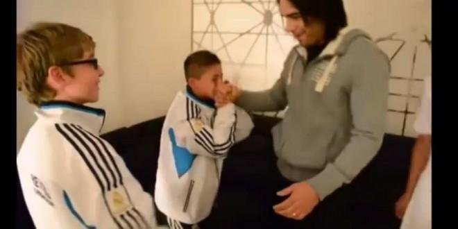 Falcao ne peut retenir ses larmes face à celles d'un fan