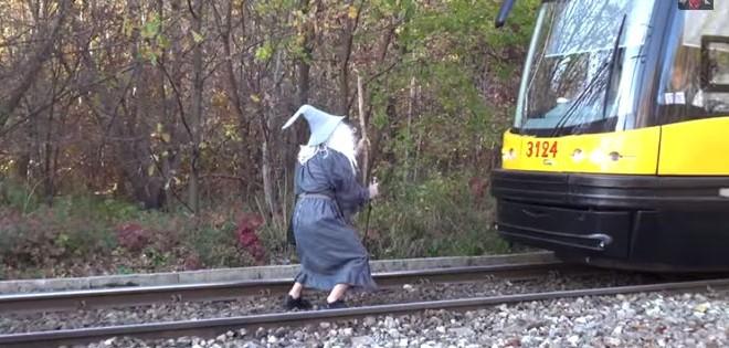 Gandalf décide de stopper un tramway