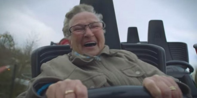 Une mamie dans des montagnes russes