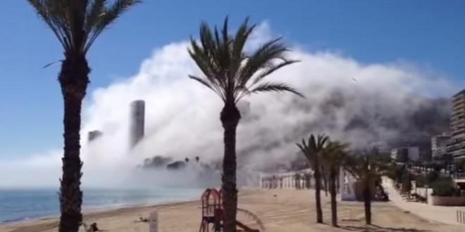 Un nuage envahit la ville d'Alicante