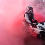 demande-mariage-originale-los-angeles-autoroute-moto-motard