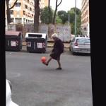 mamie-grand-mere-football-jongle-lol