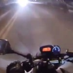 motard-ebloui-phare-voiture-accident-percute