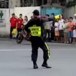 policier-danse-circulation-michael-jackson