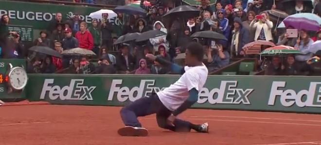 Gael Monfils et Laurent Lokoli font un battle de danse à Roland-Garros