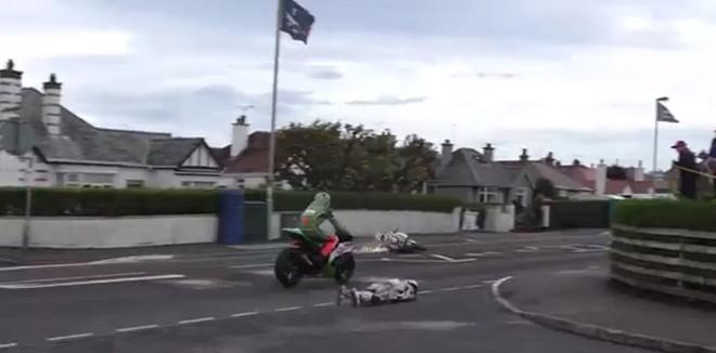 Simon Andrews chute de moto : choc
