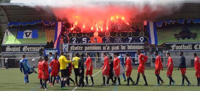Des anciens supporters ultras du PSG à un match amateur