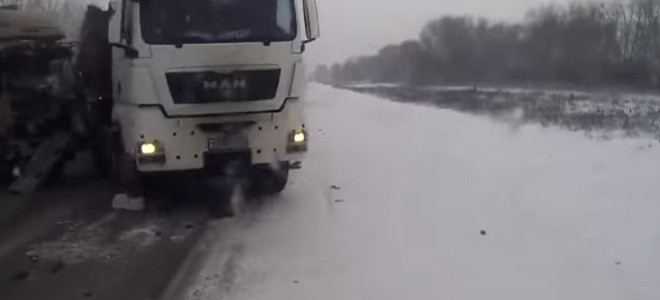 Un chauffeur de camion veut doubler mais…