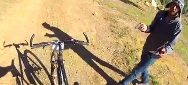Un cycliste se fait braquer (POV)