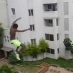 homme-saute-immeuble-piscine