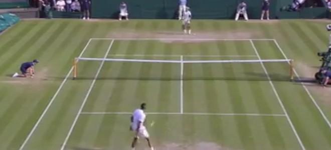 Il bat Rafael Nadal avec un joli point