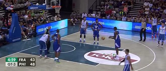 Un joueur français de basket se ridiculise en plein match