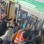 solidarite-homme-coince-train-gare-australie