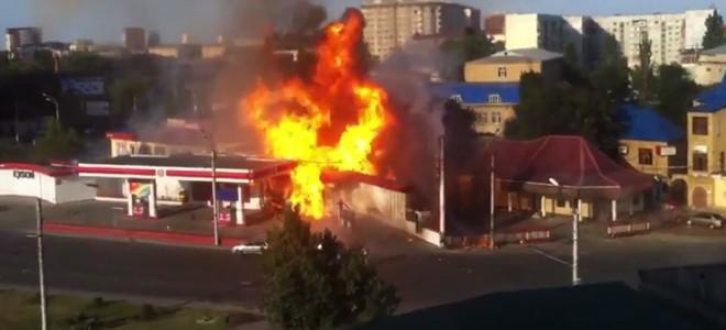 Explosions en série dans une station-service