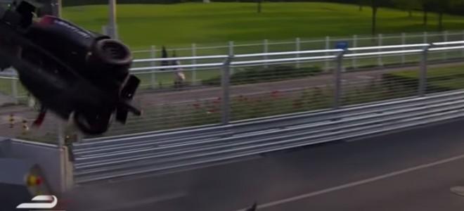 Un violent crash lors de la première course de Formula E