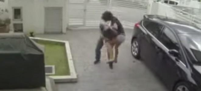 Un voleur de sac à main remis en place par sa victime