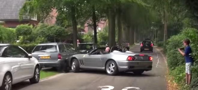 Il crashe sa Ferrari en voulant impressionner les gens