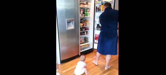Pas facile de préparer à manger quand on a des jumeaux