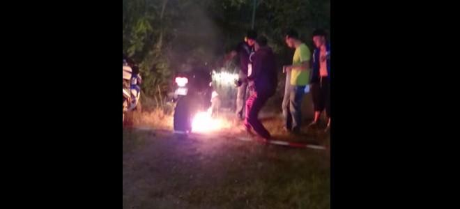 Une moto prend feu pendant une rupture