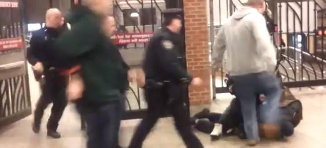 Un policier frappe un collègue à la tête par erreur