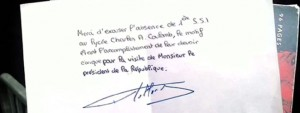 president-republique-signe-mot-excuse-lyceen-francois-hollande