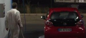 remi-gaillard-halloween-blague-chucky-scream