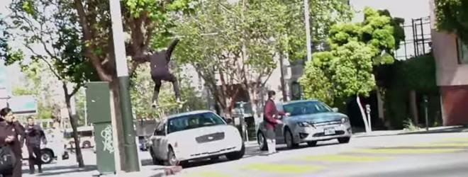 Un skateur saute d'un immeuble et percute une voiture