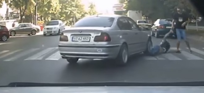Un automobiliste écrase un piéton volontairement