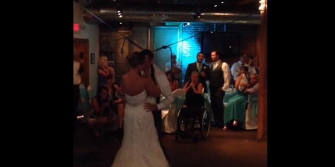 Un homme paralysé se lève pour danser à son mariage