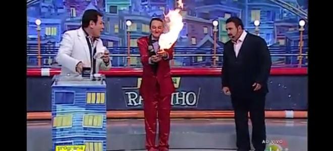 Cracheur de feu Fail pendant une émission de télé