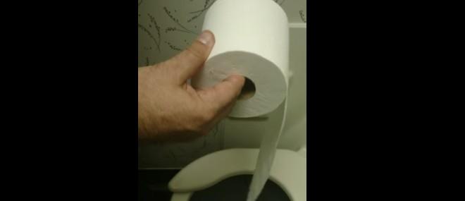 Comment dérouler du papier toilette rapidement