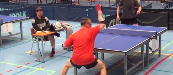 Coup incroyable pendant un match de ping-pong