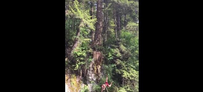 Sauter dans une rivière depuis un arbre (Fail)