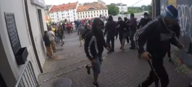 Une descente de VTT interrompue par des néo-nazis