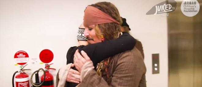 Jack Sparrow rend visite à des enfants malades