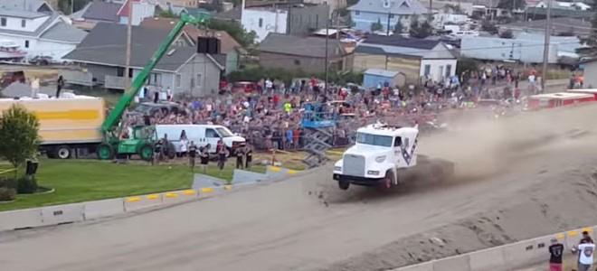 Le record du monde de saut en camion